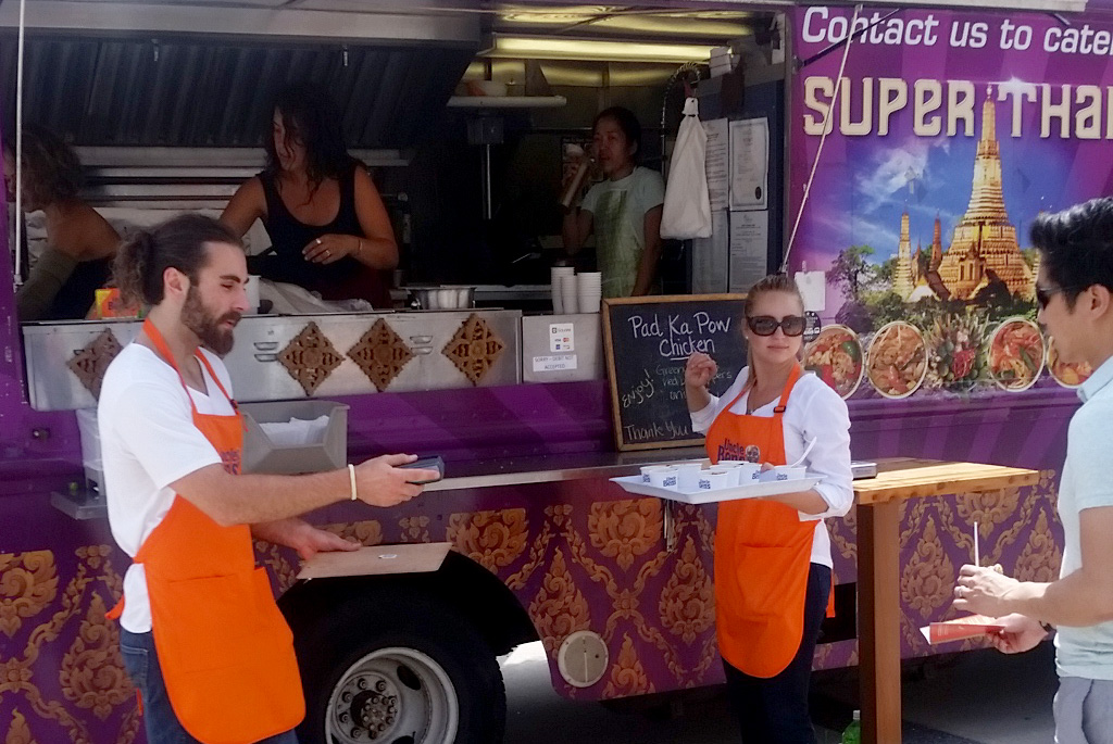 super-thai-foodtruck-b1